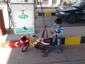 در حال تزریق سوخت مخصوص دوچرخه