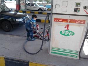 در حال سوخت گیری دوچرخه