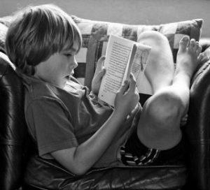 انضباط زوری، پاسخ موقت میدهد؛ ولی در آینده، مشکلات جدی را پدید می آورد. این گونه بچه ها درغیاب والدین قوانین را می شکنند. محدودیت ها را باید به نرمی به فرزندتان بیاموزید.